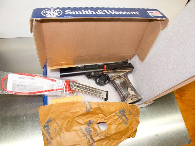 what comes in the box from Smith-Wesson